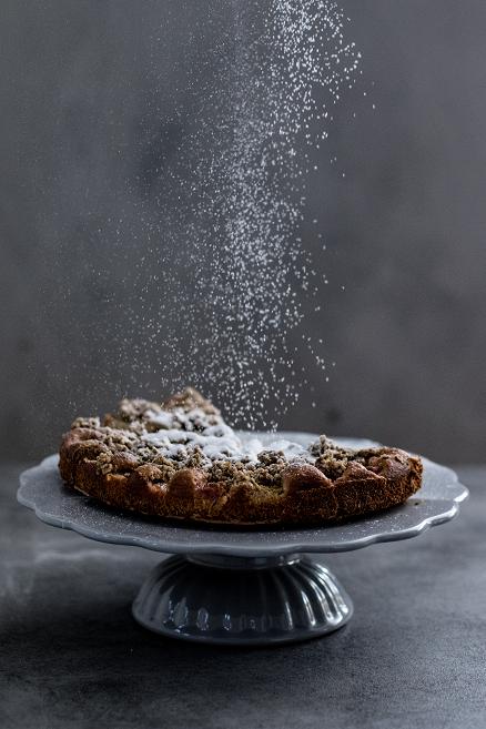 Rebarborový koláč s ovesnou drobenkou