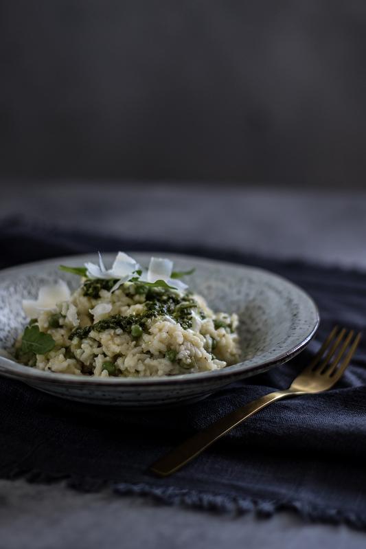Italské risotto s hráškem a rukolovým pestem
