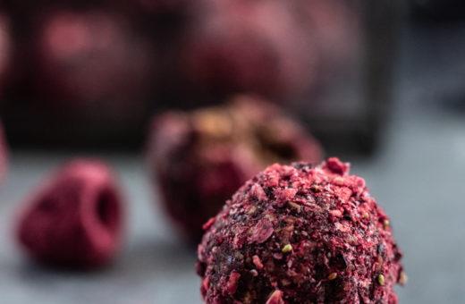 Norské malinové kuličky z ovesných vloček (Chokladbollar/Havregrynskugler)