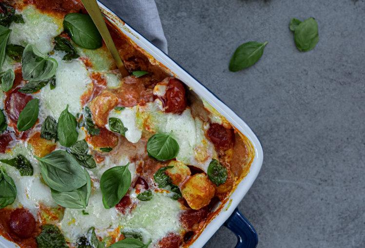 Zapečené gnocchi s rajčaty a sýrem burrata