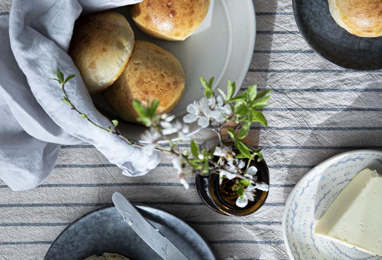 Rosinboller: norské kardamomové pečivo s rozinkami