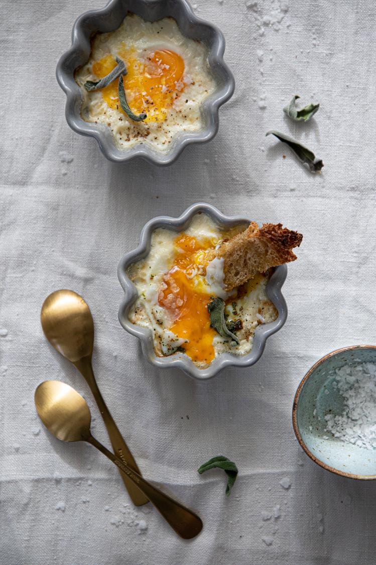 Zapečená snídaňová vejce s chlebovými špalíčky