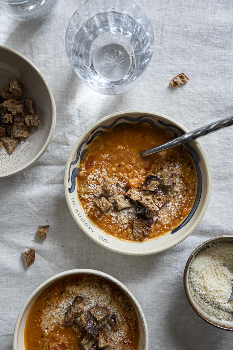 Italská polévka s červenou čočkou