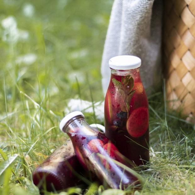 Ledový čaj s lesními borůvkami